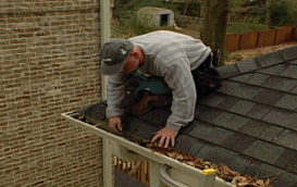 Gutter_Protection_Cleaning_Gutters2